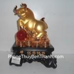 Tượng Trâu phong thủy bột đá mạ vàng đế gỗ Y344